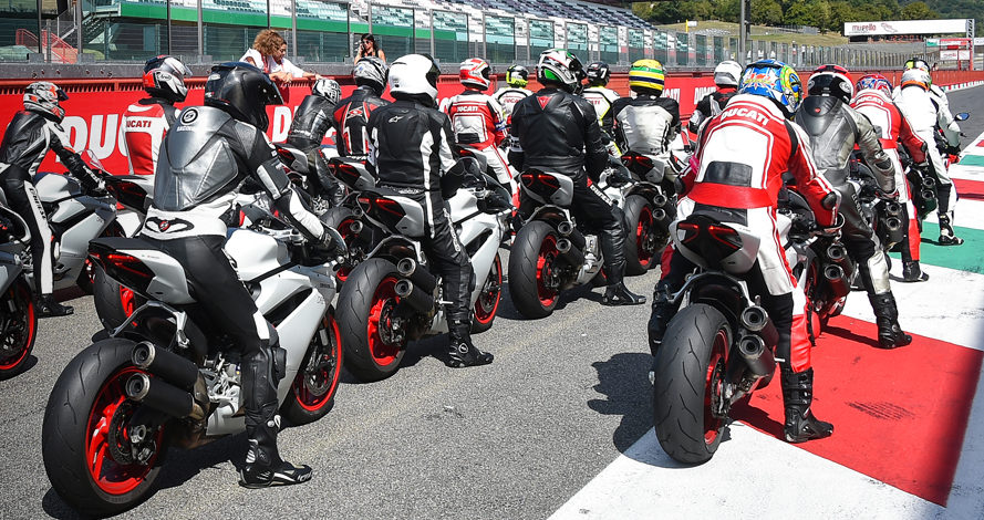 Track Warm up session 2 - Ducati Riding Experience