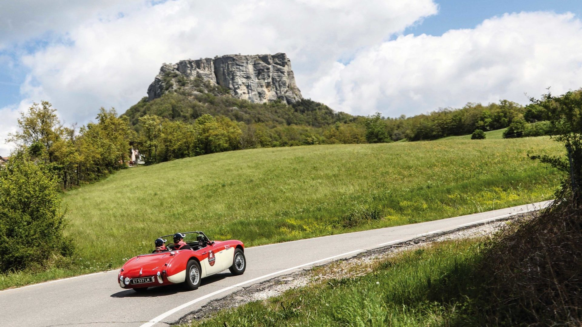 Terre di Canossa 2018: al via l'ottava edizione della gara di regolarità tra auto d'epoca.