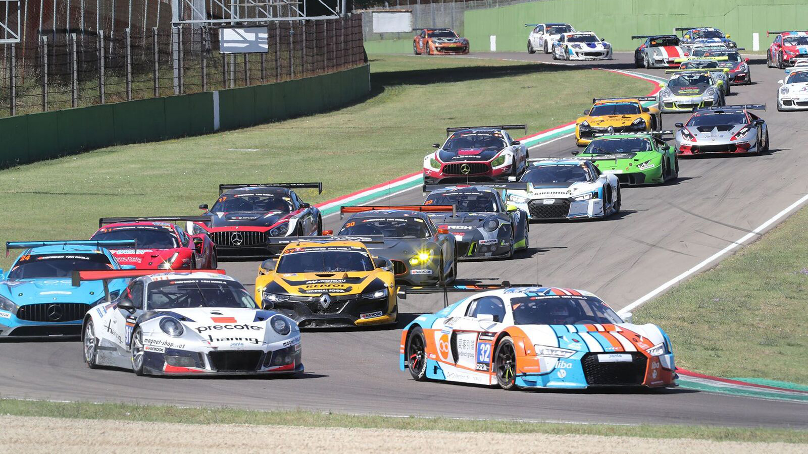Corse, GT Series: over 50 cars in the Santerno circuit competing for the 12h Imola.