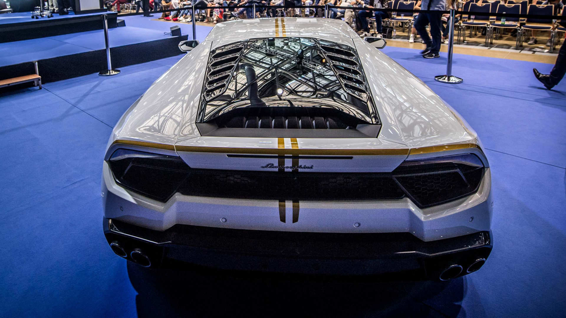 Pope Francis' Huracán: after the auction in Monte Carlo, 715 thousand euros donated to charity.
