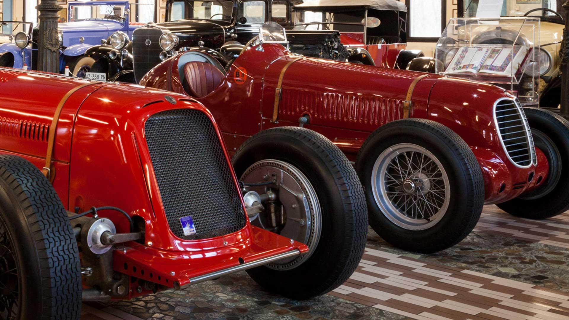 """""""Modena Terra di Motori"""": grande parata di auto e moto d'epoca per le strade della città."""