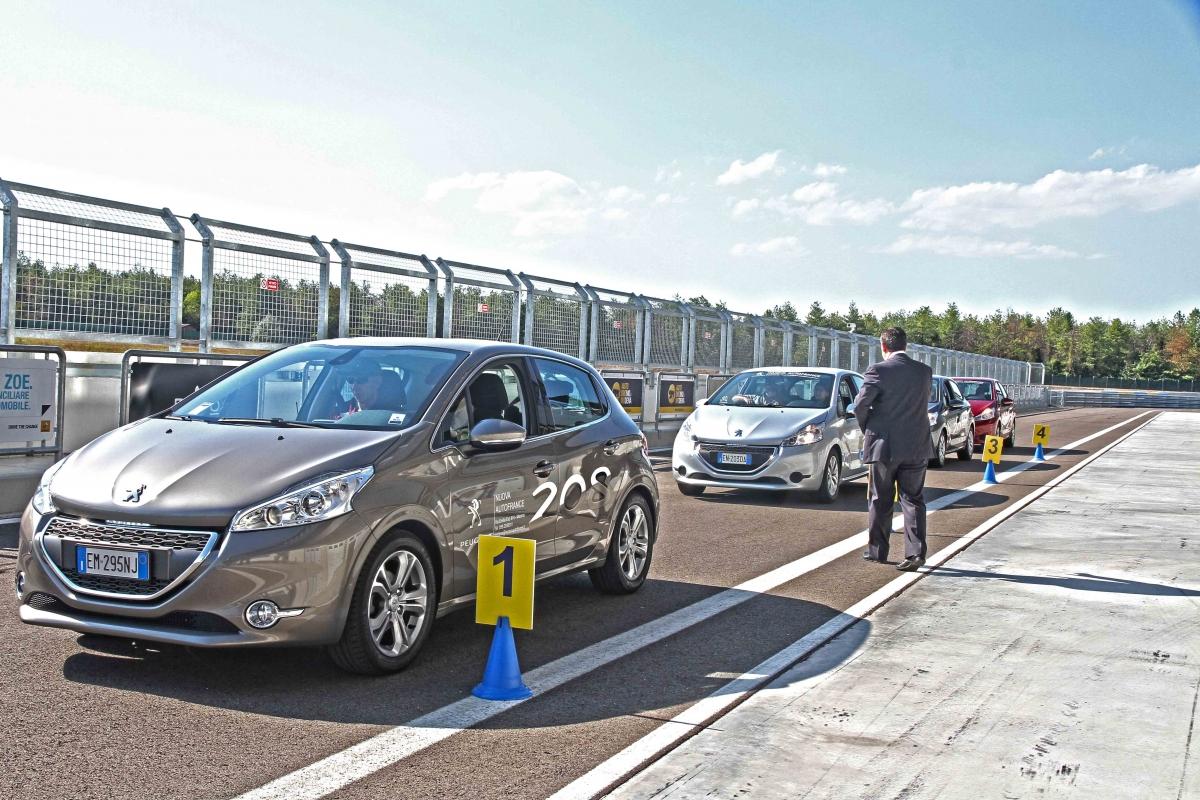 Corso di guida sicura all'Autodromo di Modena