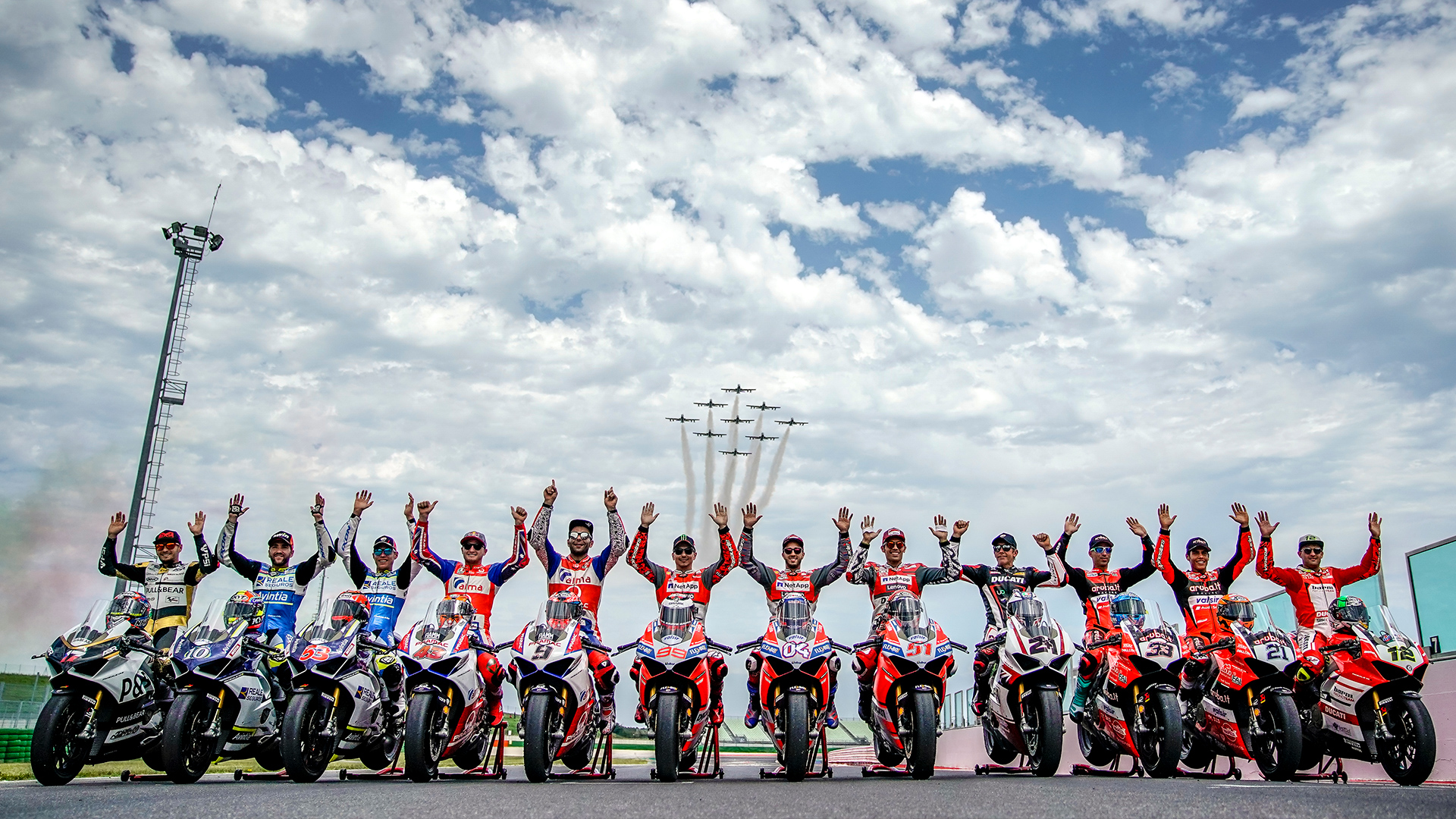 World Ducati Week 2018, the Frecce Tricolori salute the red event with record numbers.