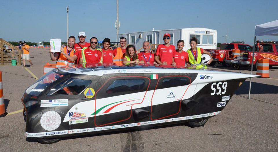 """Unibo, """"Emilia 4"""" è la prima auto solare italiana pronta per i 3.500 Km dal Nebraska all'Oregon."""