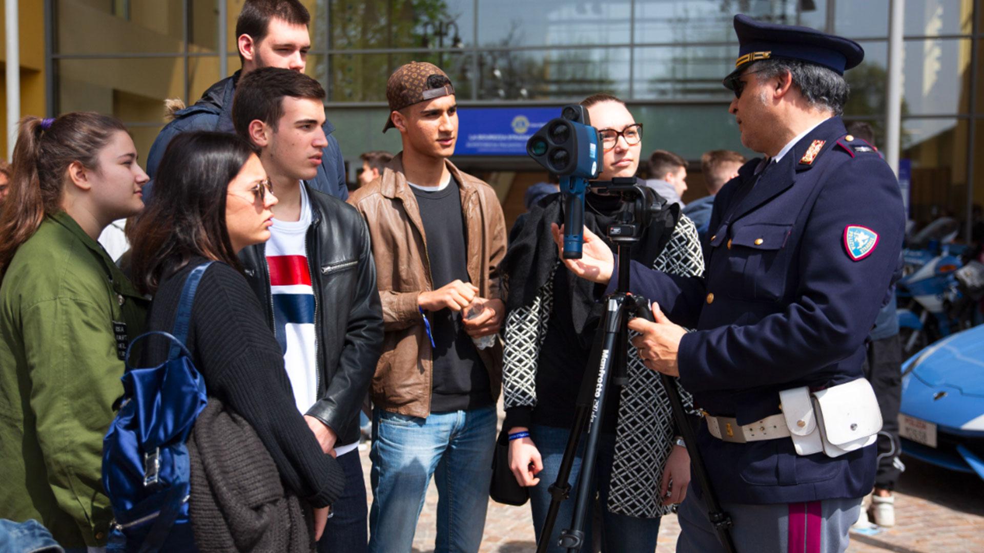 """Torna a Parma """"La Sicurezza Stradale per i giovani"""". Scuderia de Adamich al fianco del Lions Club Parma Host per promuovere l'iniziativa."""