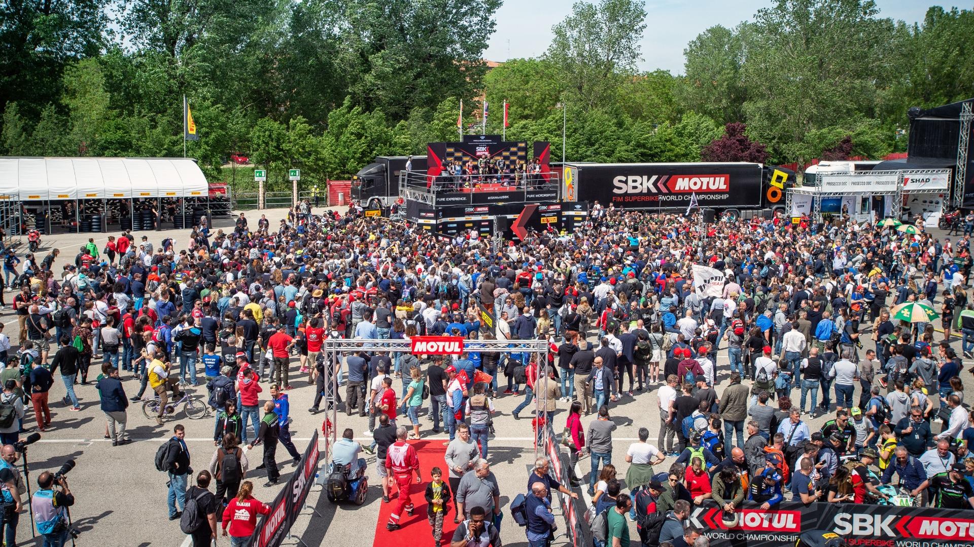 Il maltempo non ferma la passione. A Imola oltre 72.000 le presenze nella tre giorni di Superbike.