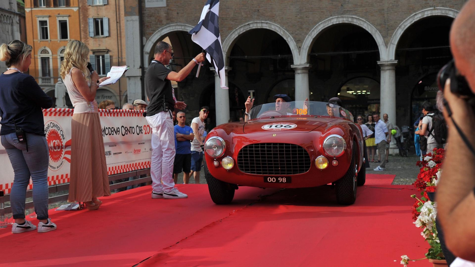 Con l'arrivo in Piazza Grande a Modena si conclude la diciannovesima edizione della Modena Cento Ore.