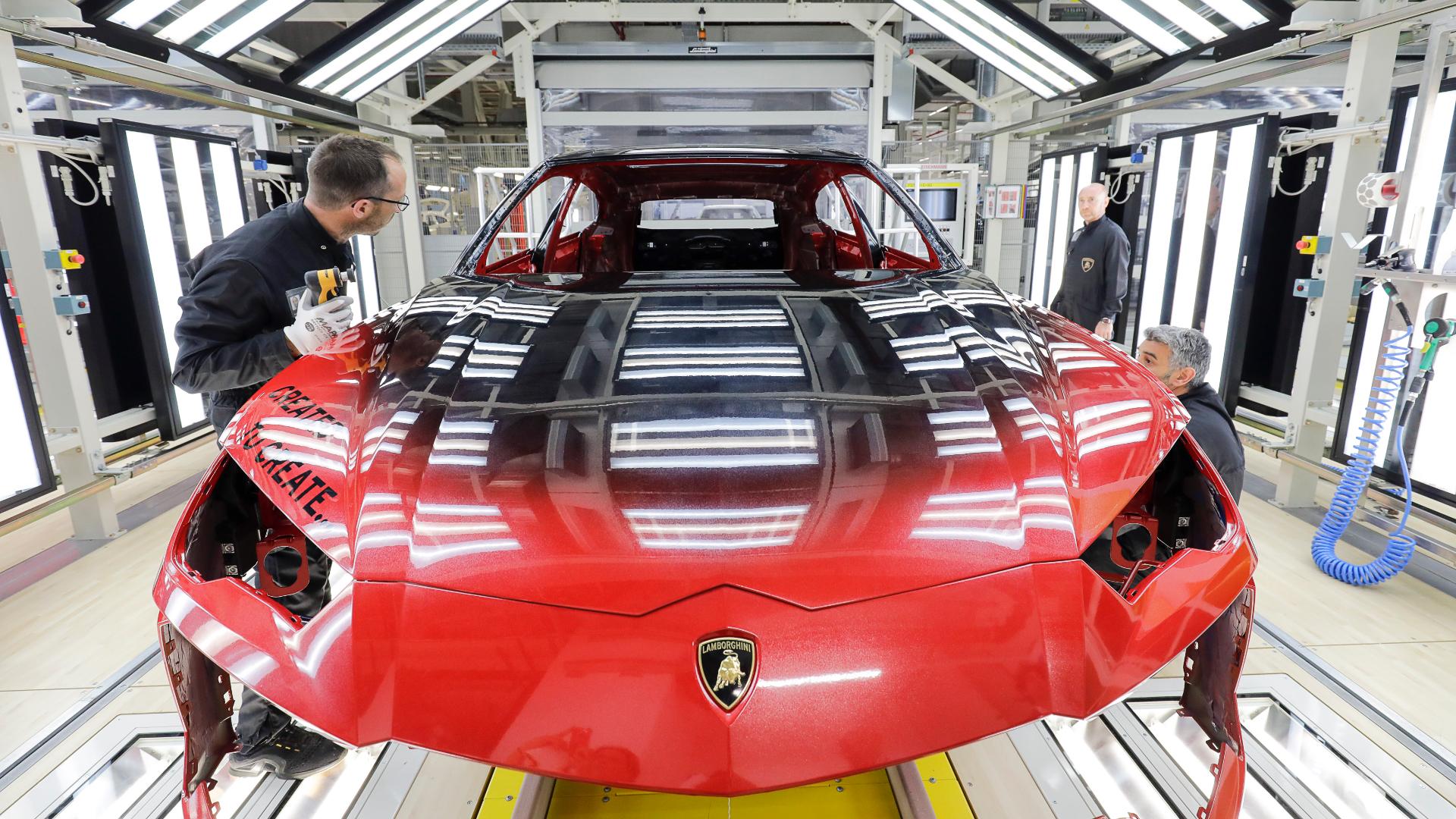 Automobili Lamborghini inaugura il nuovo impianto di verniciatura a Sant'Agata Bolognese.