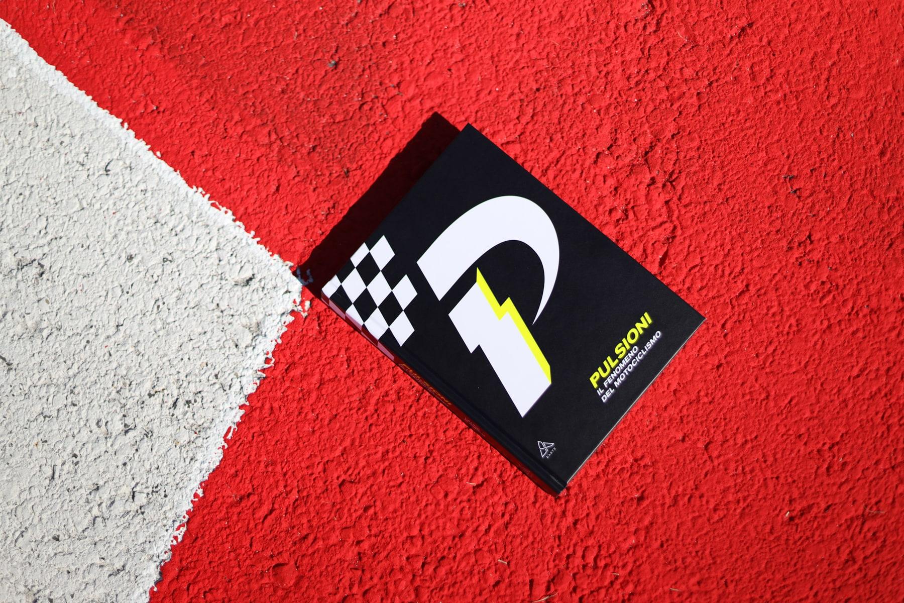 """""""Pulsioni"""": martedì 10.09 la presentazione dell'atteso libro su Romagna e motociclismo. Tra musica, arte e ospiti speciali."""