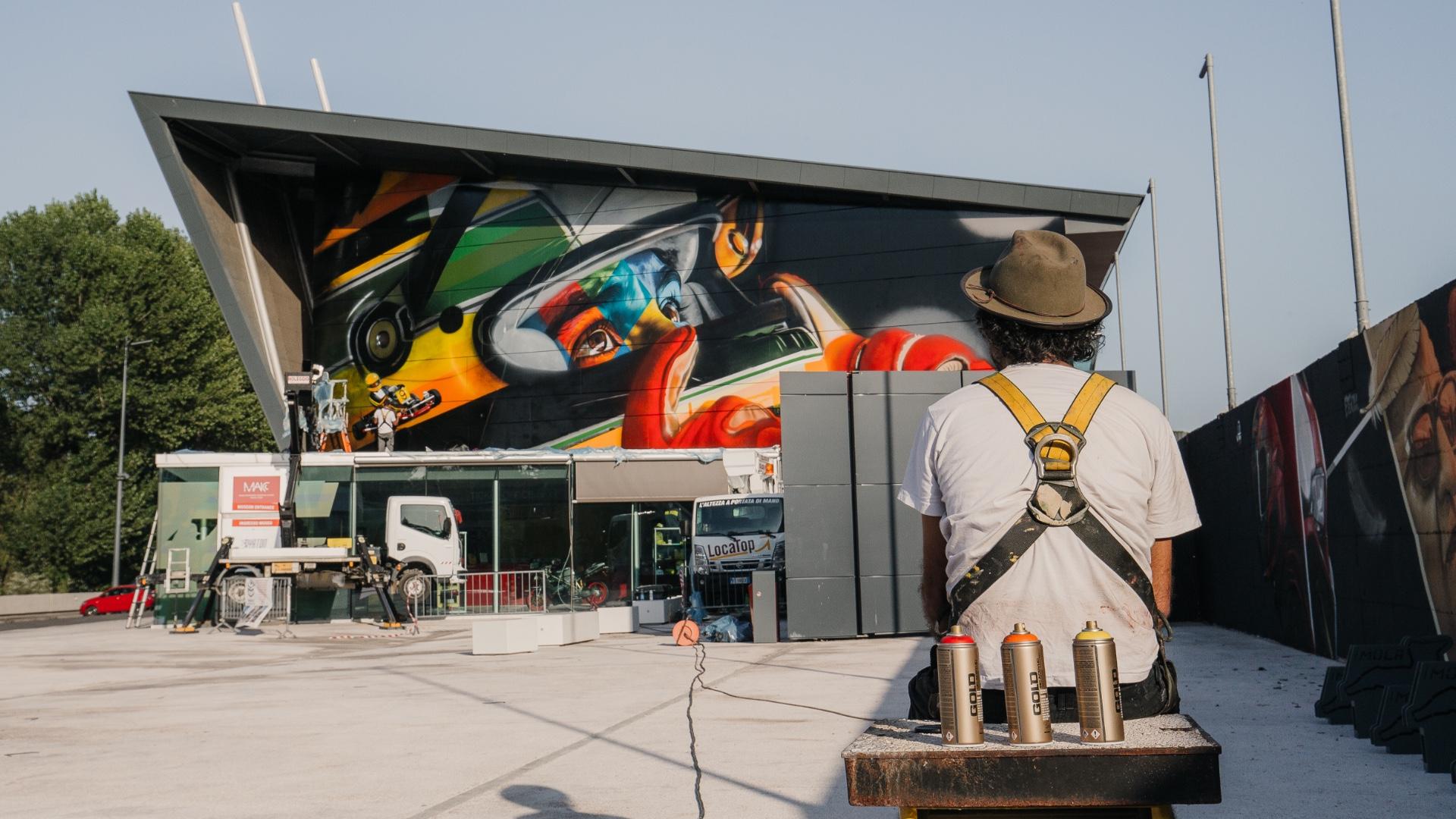 Kobra omaggia Ayrton Senna. Realizzato all'Autodromo di Imola un murales dal famoso street artist brasiliano.