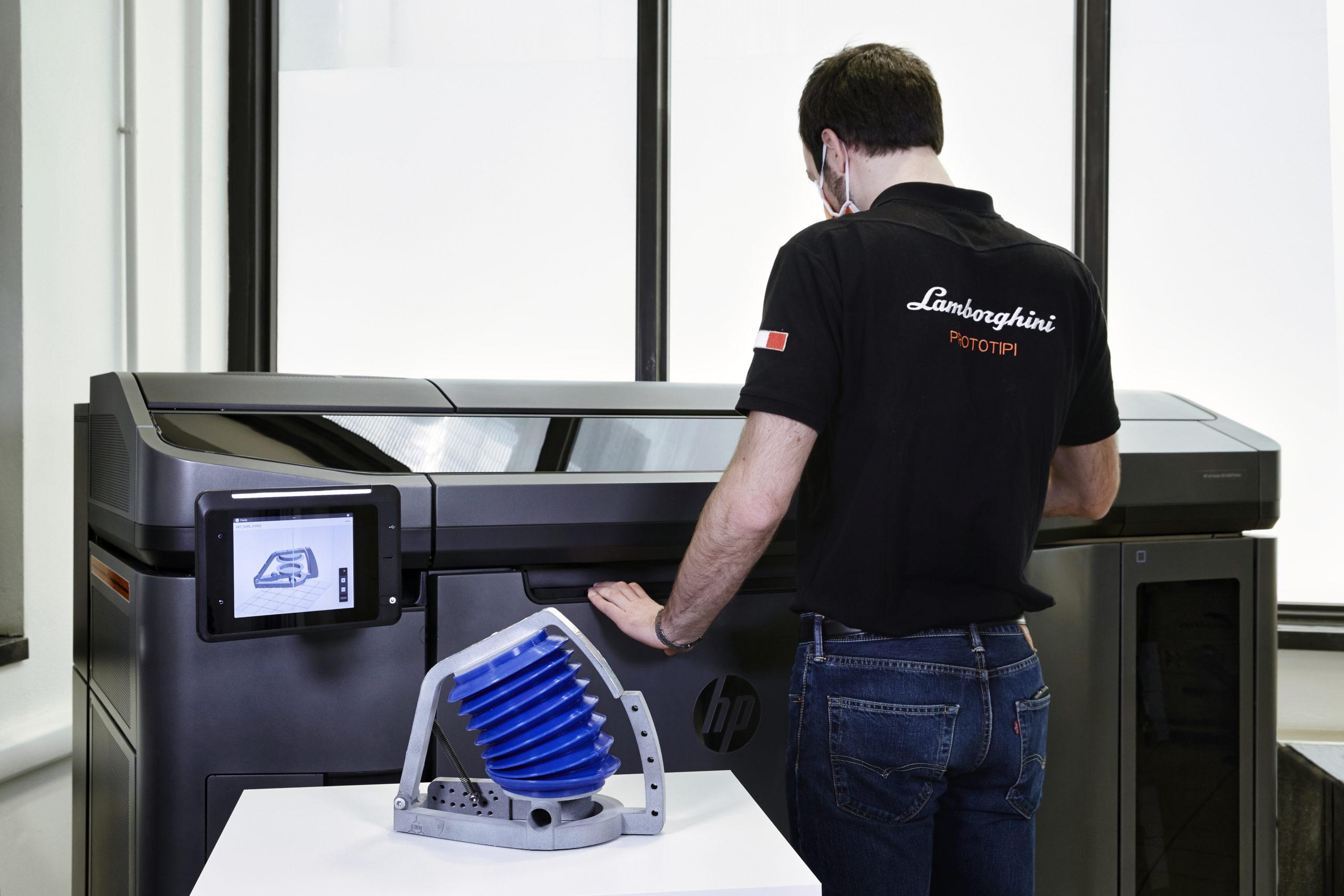 Lamborghini supporta Siare nella realizzazione di simulatori polmonari.