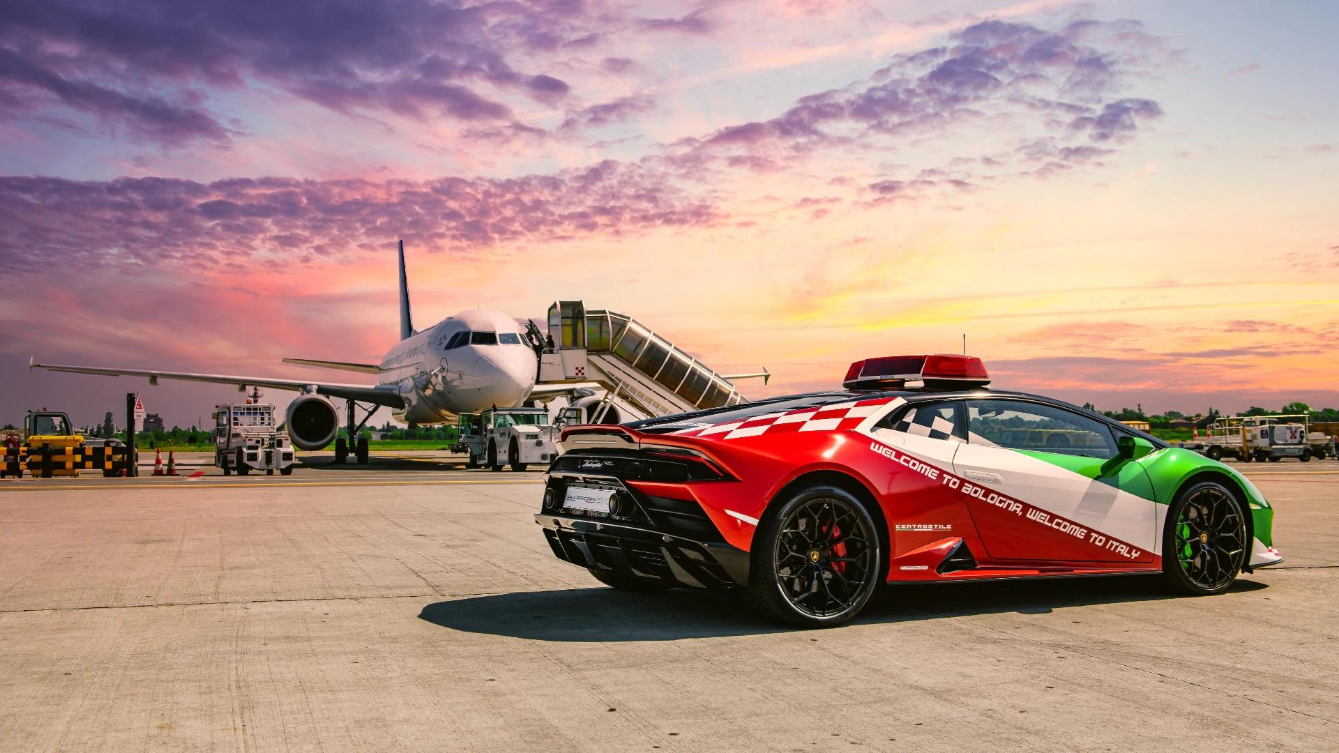 Una nuova Lamborghini Huracan Evo per l'aeroporto di Bologna.